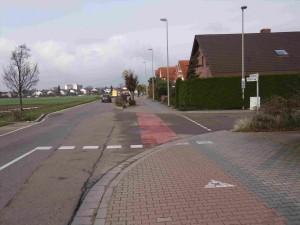 Wo ist das Zeichen 239 (Fußgänger) wo das Zusatzschild 1022-10 (Radfahrer frei) ?